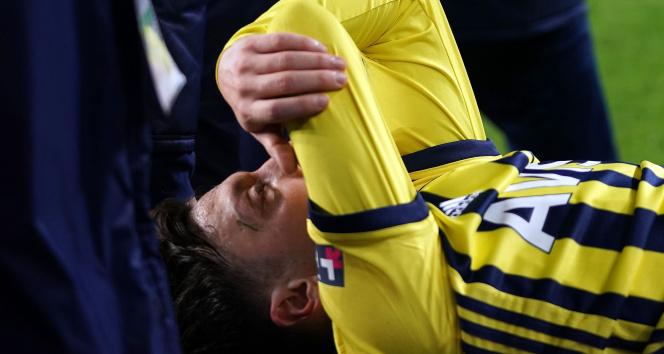 Mesut Özil: 'Önümüzdeki maçlarda takımımıza yardımcı olamayacağım için çok üzgünüm'